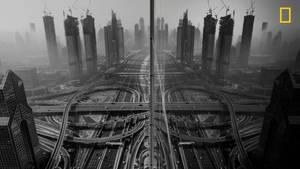 Kategorie Stadt, 3. Platz: Eigentlich wollte Gaanesh Prasad ein Foto des im Winter in Dubai berüchtigten Morgennebels machen. Doch an jenem Tag blieb dieser aus. Auch aufs Dach des Gebäudes konnte er nicht steigen. Stattdessen fotografierte der aus dem Fenster und hielt diese Spiegelung in der gläsernen Fassade fest.