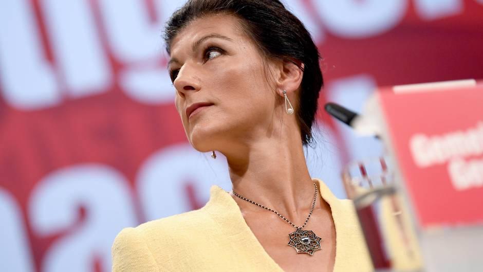 """Asylstreit der Union: Sahra Wagenknecht: """"Merkels Chaos-Truppe darf das Land nicht weiter in Geiselhaft nehmen"""""""
