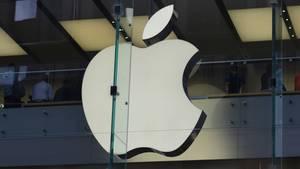 Das berühmte Apfel-Logo an einem Apple-Store