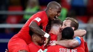 Die Spieler von England feiern die 1:0-Führung gegen Kolumbien bei der WM 2018
