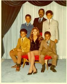 Tina und Ike Turner mit ihren vier Söhnen im Jahr 1972