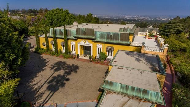 Die Villa wurde 1955 imRegency-Stil errichtet und ist an britischeArchitektur aus dem 19. Jahrhundert angelehnt
