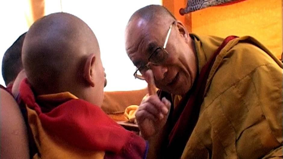 Dalai Lama mit Kind