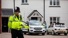 Polizei am Tatortin Amesbury, unweit von Salisbury, wo ein Paar mit Nowitschok vergiftet wurde