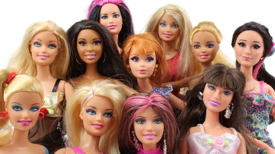 Zehn stark geschminkte Barbie-Puppen
