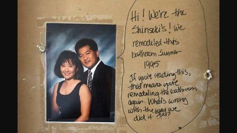 Ein Foto eines asiatischen Ehepaares mit einer Grußnachricht