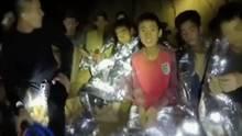 Jungen in der Höhle in Thailand warten auf ihre Befreiung