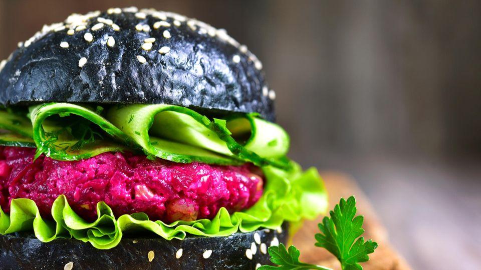Burger mit Aktivkohle
