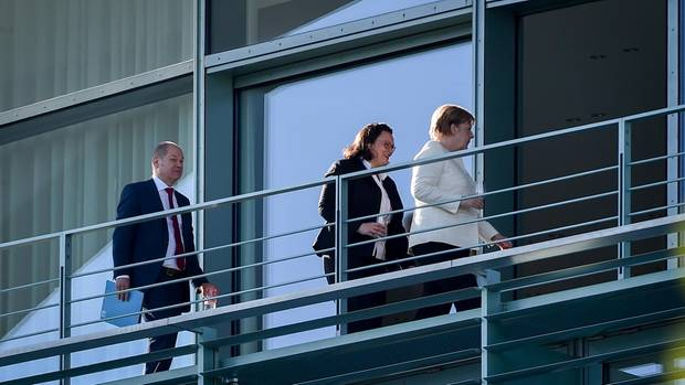 Angela Merkel (r.), Andrea Nahles und Olaf Scholz