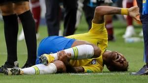 Neymar am Boden