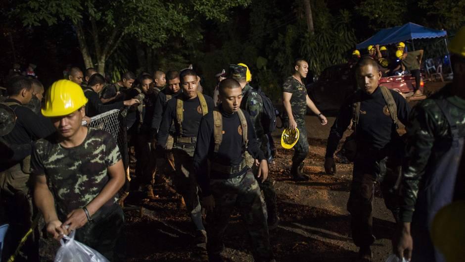 Mehrere Jungen aus Thailänder Höhle gerettet