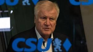 Horst Seehofer verliert massiv an Ansehen - Asylstreit im ARD-Deutschlandtrend