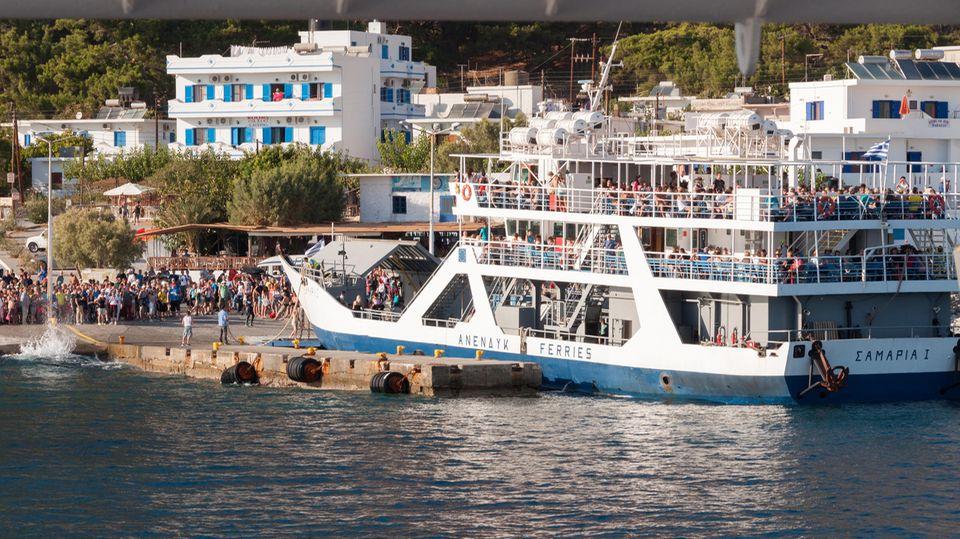 Im Hafen von Agia Roumeli: Sind die Beine müde, lässt sich der Weg entlang der Südküste mit der Fähre abkürzen.