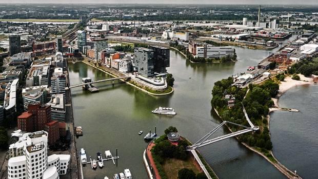Düsseldorf hat seine alten Hafenanlagen umgebaut, heute gibt es dort moderne Architektur, schicke Büros und Hotels