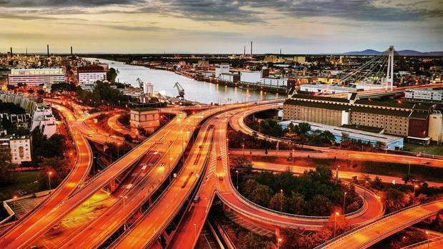 Die Schwesterstädte Ludwigshafen und Mannheim sind Wirtschaftsstandorte mit ausgedehnter Infrastruktur