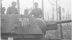Dieser T-34 wurde mit einem Panzerschreck abgeschossen.