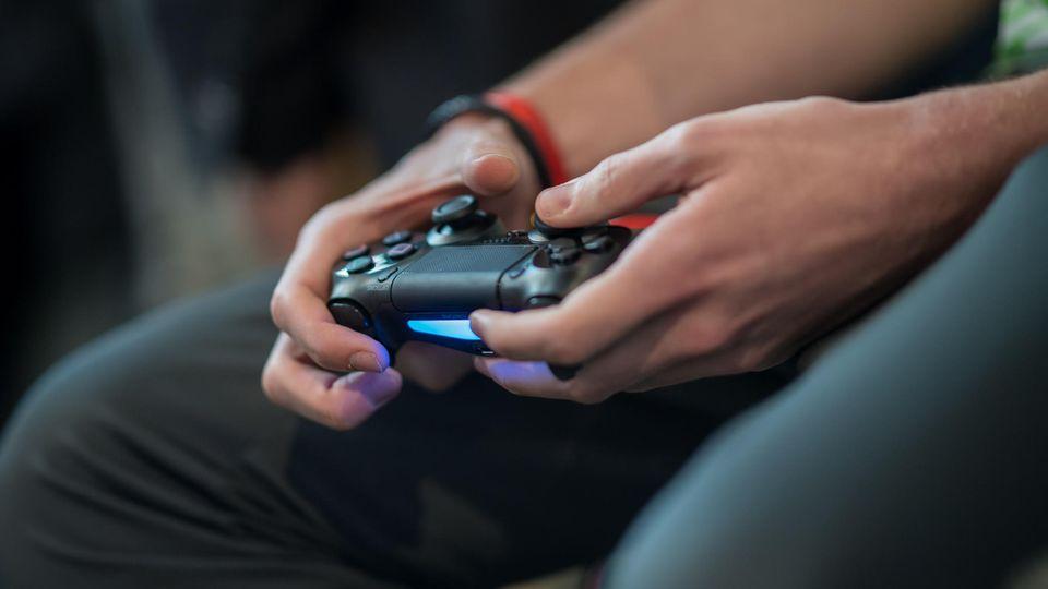 Dem Bericht zufolge sollen die deutschen Nationalspieler nächtelang Playstation gespielt haben