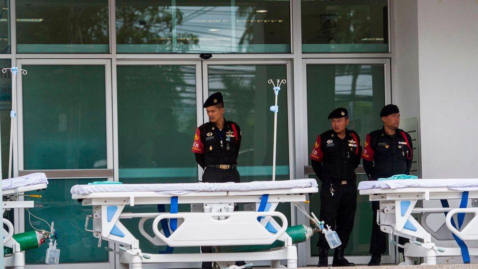 Thailand-Rettungsaktion: Krankenbetten vorbereitet