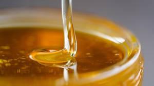 """Bienenhonig gilt auch als """"flüssiges Gold""""."""