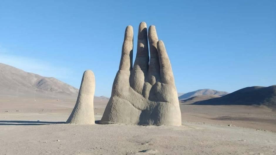 """""""Mano del Desierto"""": Hier ragt eine riesige Hand aus dem Wüstensand - das ist ihre Geschichte"""