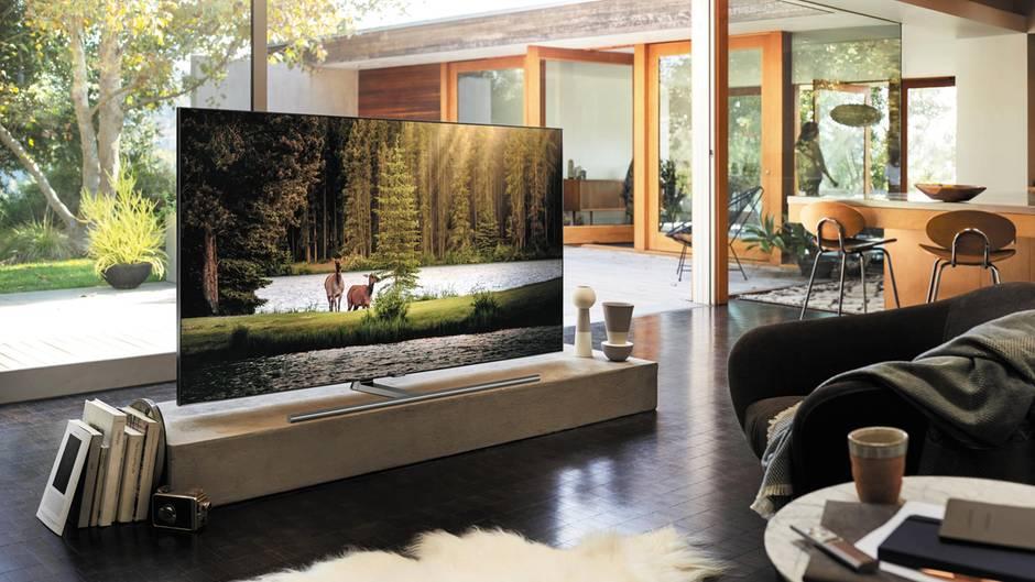 Samsung Q9fn Samsungs Neuer Spitzen Fernseher Uberstrahlt
