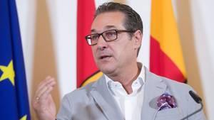 Österreichs Vizekanzler Heinz-Christian Strache will das Kopftuchverbot auch für Lehrerinnen durchsetzen.