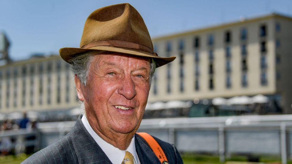 Albert Darboven beim Galopp-Derby in Hamburg