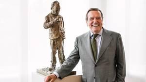 Gerhard Schröder in seinem Hannoveraner Büro