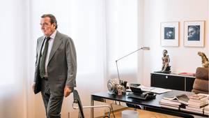 Gerhard Schröder in seinem Büro