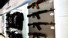Russland: Ein Shop desKonzerns Kalaschnikow am Moskauer FlughafenScheremetjewo