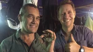 Richard Harris (rechts) mit einem seiner Kollegen vor dem Taucheinsatz.