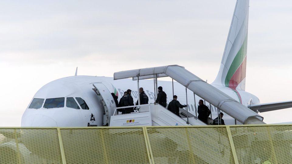 Abschiebungen nach Afghanistan sind wegen der Sicherheitslage umstritten.