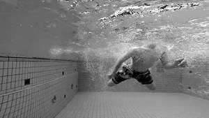 Unbeschwert Baden und Schwimmen – leider keine Selbstverständlichkeit, weil in zu vielen Schwimmbädern Sicherheitsvorkehrungen fehlen.