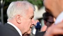 Bundesinnenminister Horst Seehofer (CSU) versteht die Rücktrittsforderungen wegen seiner zynischen Äußerung über Abschiebungen nicht