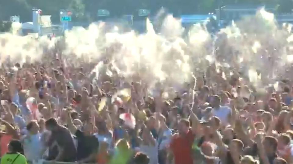 Twitter-Video vom Fanfest: Da war die Welt noch in Ordnung: Bierexplosion bei England-Führung auf Fanfest