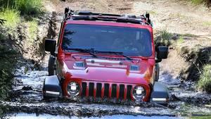 Jeep Wrangler Rubicon schlägt sich im Gelände wacker