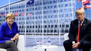 Angela Merkel und Donald Trump auf dem Nato-Gifpel: Schlimmer als die Distanz zwischen den Regierungschefs ist, dass Trumps Politik die transatlantische Partnerschaft auf der täglichen Arbeitsbasis zerstört.