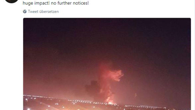 Ein Tweet von LaLaKdaho soll die Explosion zeigen, die sich nahe des Flughafens von Kairo ereignet hat