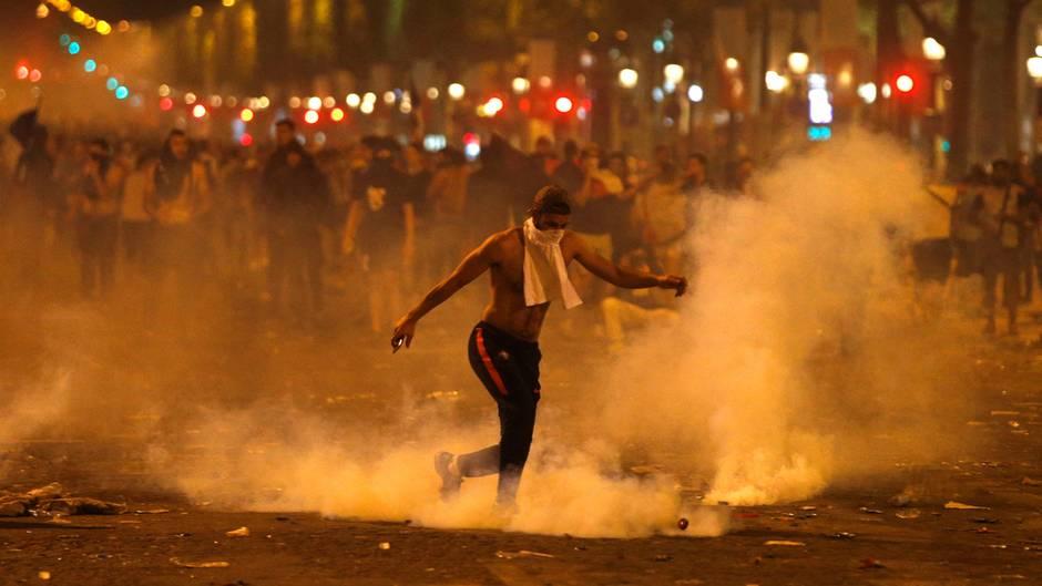 Nicht nur Jubel, auch Krawalle und Tote in Frankreich