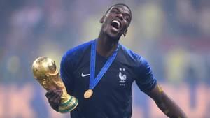 Paul Pogba mit dem Weltmeister-Pokal