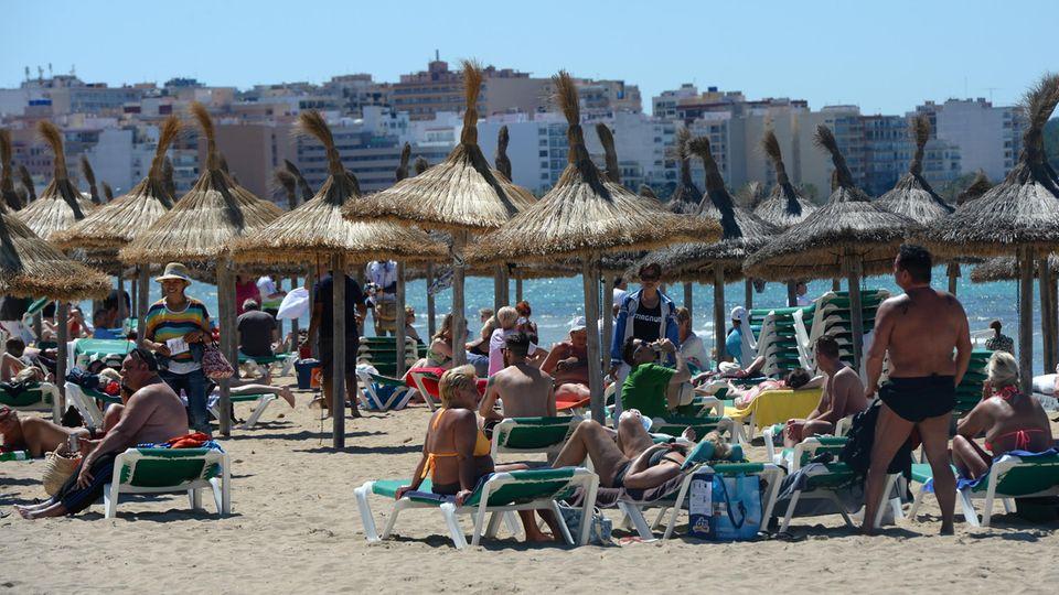 Strandleben an der Playa de Palma in S'Arenal. Der Unfall ereignete an einem anderen Abschnitt der Küste, im Südosten der Insel.