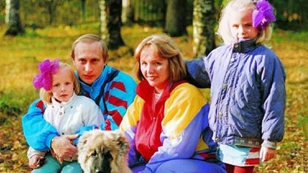 Wladimir Putin mit seiner Ex-Frau Ljudmila und ihren beiden Töchtern