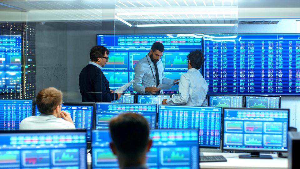 Profi-Börsenhändler bei der Arbeit