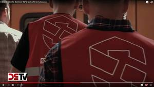 "Screenshot aus dem YouTube-Video ""S-Bahn Streife: Berliner NPD schafft Schutzzone"""