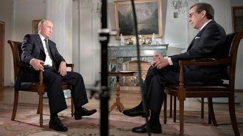 Der russische Präsident Wladimir Putin (l.) im Gespräch mit Fox-News-Moderator Chris Wallace