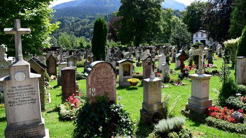 Der Alte Friedhof in Berchtesgaden. Einheimische konnten sich seit Ende Aprilfür rund 200 Gräber auf diesem Areal bewerben. Wer die Grabstätten bekam, entschied nun das Los