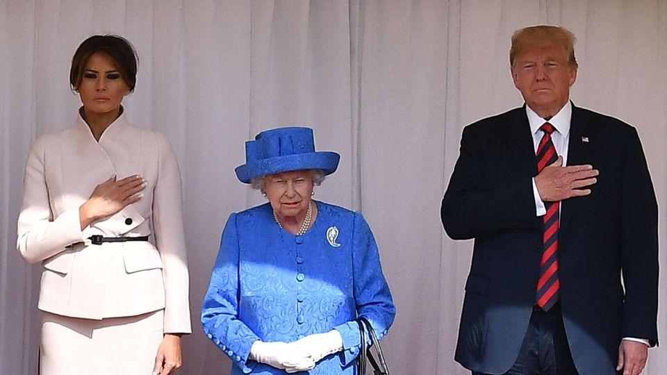 Queen Elizabeth II. (m), US-Präsident Donald Trump und dessen Ehefrau Melania