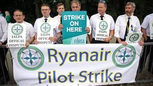 Streikende Ryanair-Piloten vergangene Woche in Dublin. In diesem Sommer werden Zehntausende Passagiere europaweit vom Arbeitskampf bei dem Billigflieger betroffen sein.
