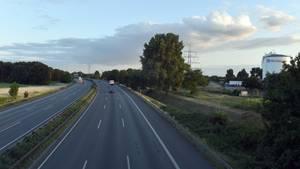 Nachrichten aus Deutschland: A3 gesperrt - Gitterbrücke auf Autobahn gestürzt