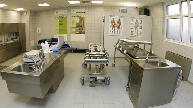 Aufnahme aus der Pathologie im Zusammenhang mit Ermittlungen wegen Störung der Totenruhe